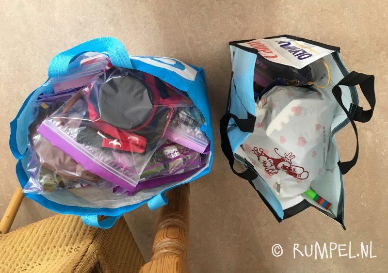 Alles past nou in twee tassen...